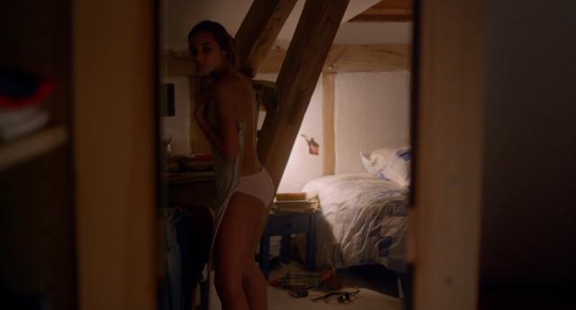 Lola Saint-Gilles sexy - Adele en aout (2016)
