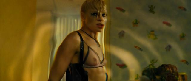 Kate Nauta nude - Transporter 2 (2005) uncut version