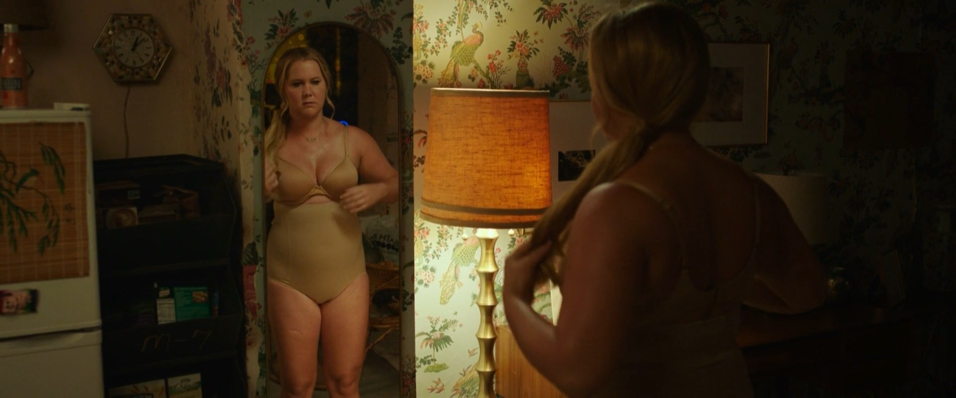 Amy Schumer sexy - I Feel Pretty (2018)