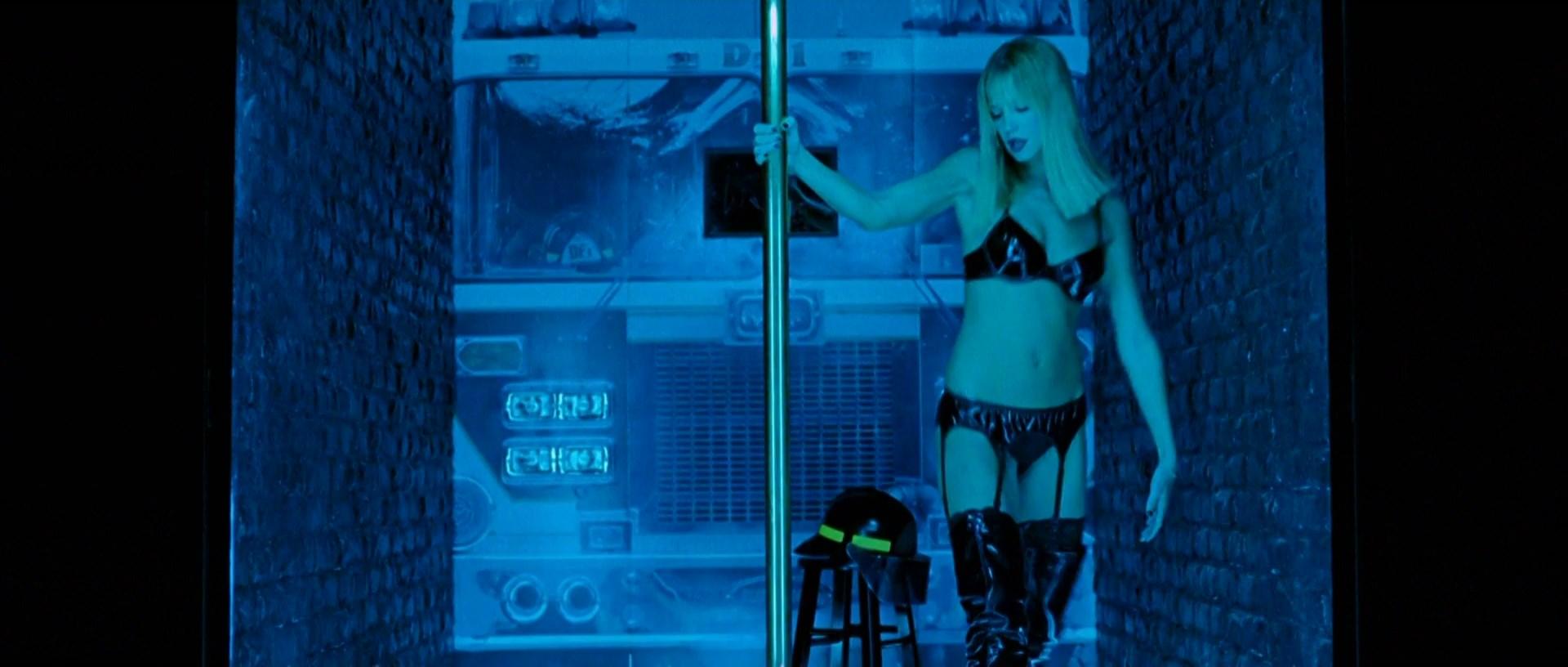 Ashley Scott sexy - Walking Tall (2004)
