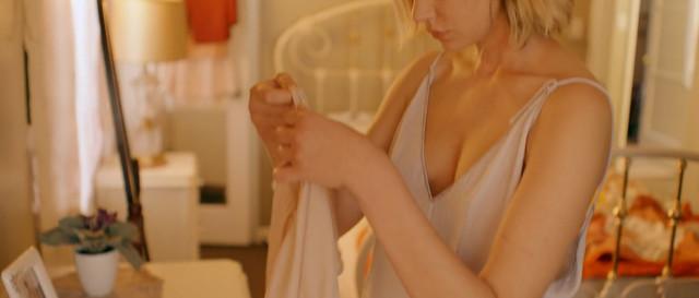 Analeigh Tipton sexy - Broken Star (2018)