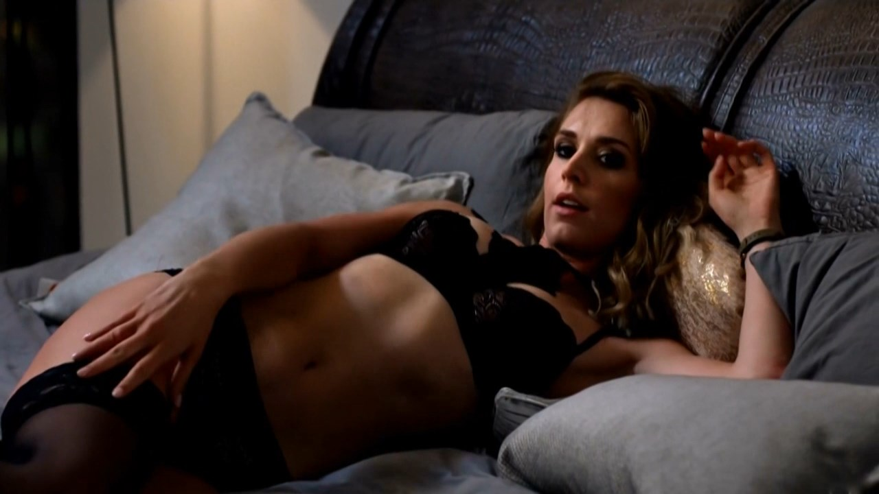 Julia Kaminska sexy - Narzeczony na niby (2018)