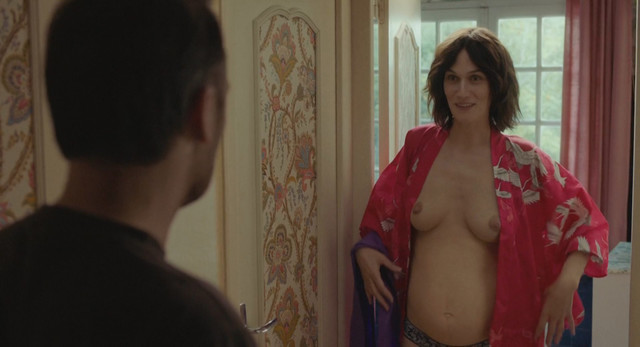 Clotilde Hesme nude - Diane a les epaules (2017)
