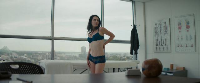 Melissa Desormeaux-Poulin sexy - Le trip a trois (2017)