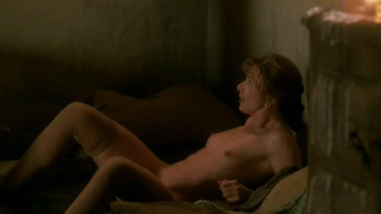 Victoria Abril nude - Los jinetes del alba  s01e03 (1990)