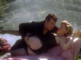 Julie Bowen sexy - Happy Gilmore (1996)