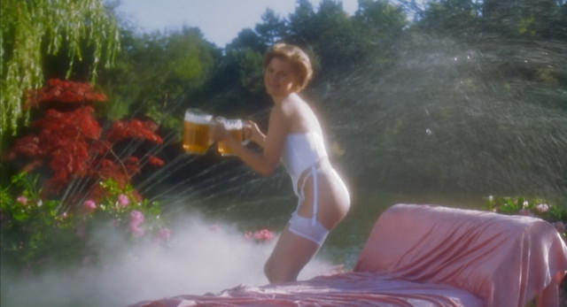 Julie Bowen sexy - Happy Gilmore (1996)
