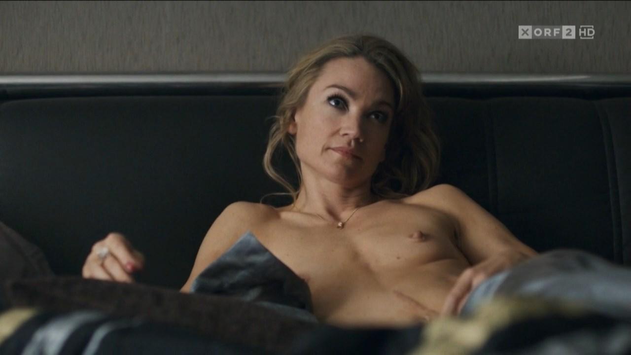 Lisa Maria Potthoff nude - Carneval (2018)