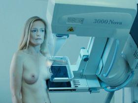 Karina Beuthe Orr nude - Et soudain, tout le monde me manque (2011)