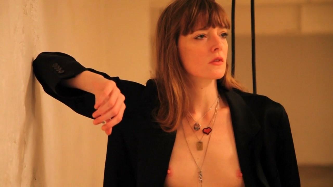 Kate Moran nude – Un petit peu de Zelda (2013)