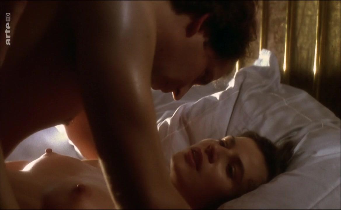 Irene Jacob nude - Lettre d'une inconnue (2002)