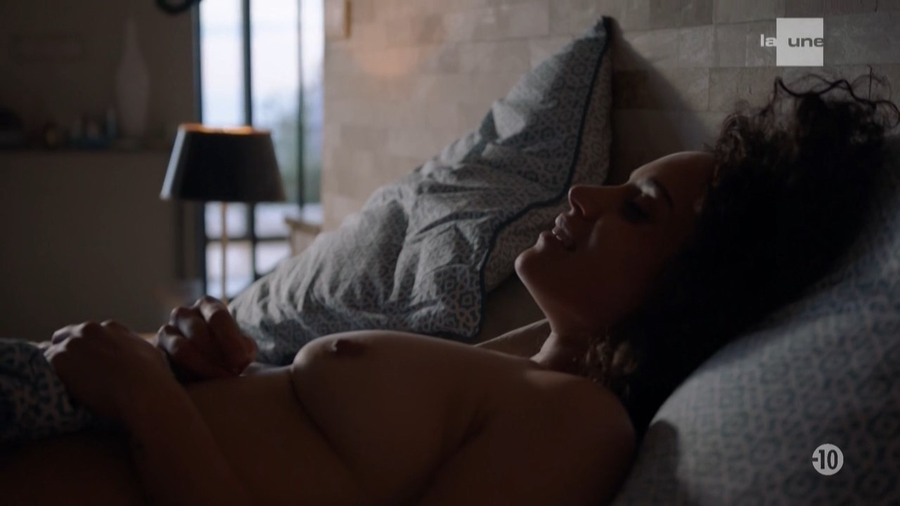 Honorine Magniier nude - Section de recherches s12e14 (2018)