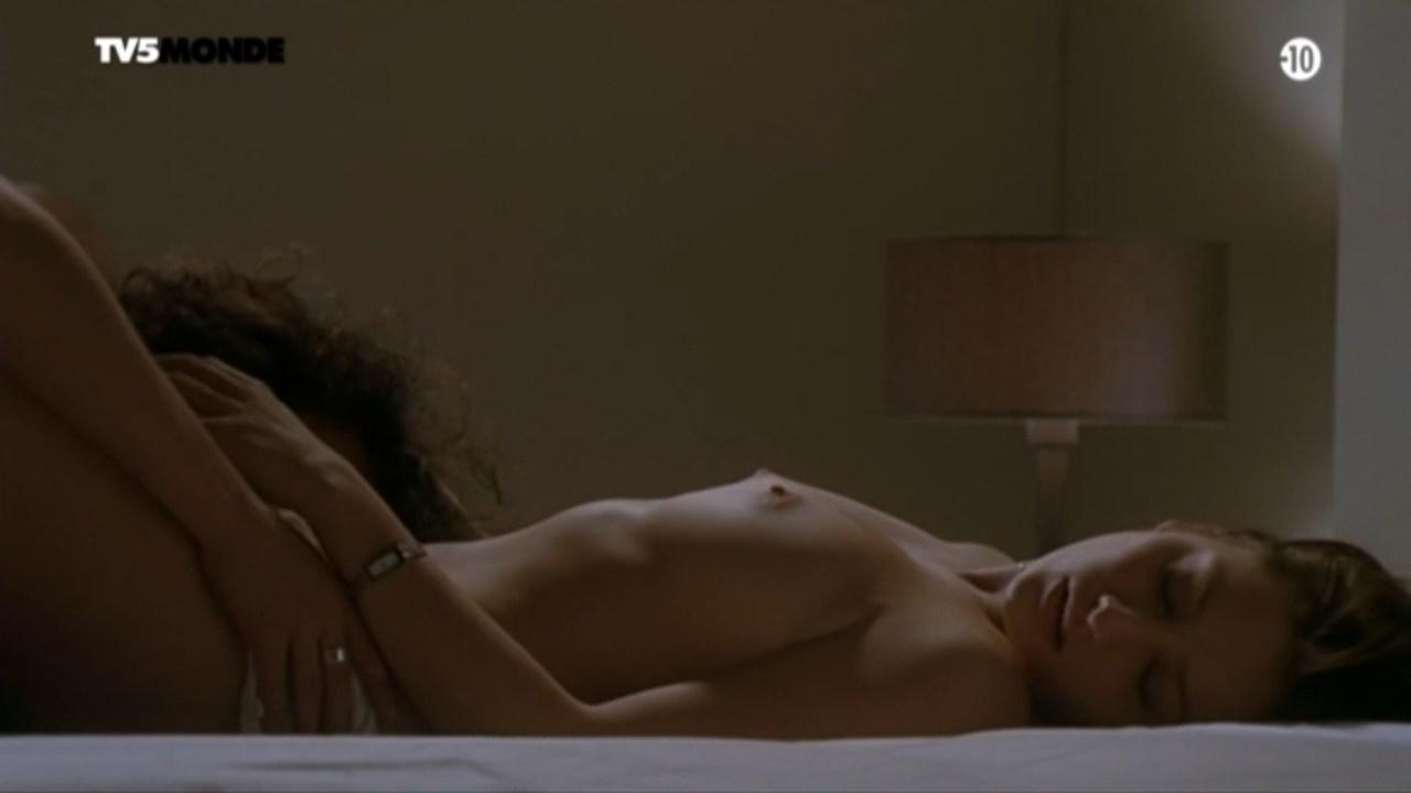 Giovanna Mezzogiorno nude - Au secours j'ai 30 ans! (2004)