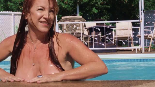 Julie Gelinas sexy - Y Fait Chaud (2017)