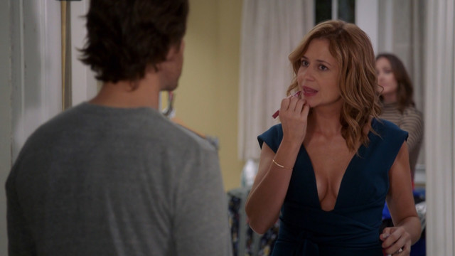 Jenna Fischer sexy - Splitting Up Together s01e04 (2018)