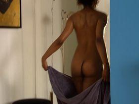 Sara Martins nude - Les bleus premiers pas dans la police (2007)