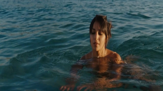 Leila Bekhti sexy - Itineraire Bis (2011)