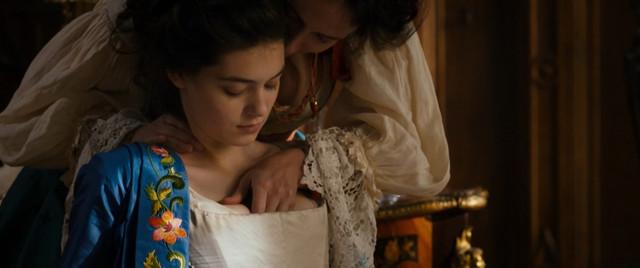 Anamaria Vartolomei sexy - L'echange des princesses (2017)
