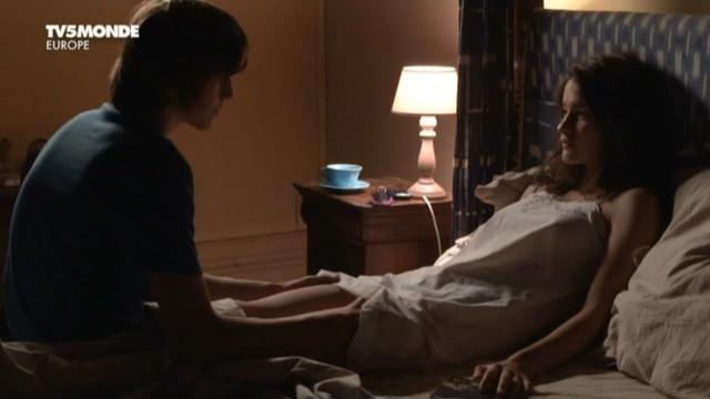 Rebecca Marder nude - Emma (2011)