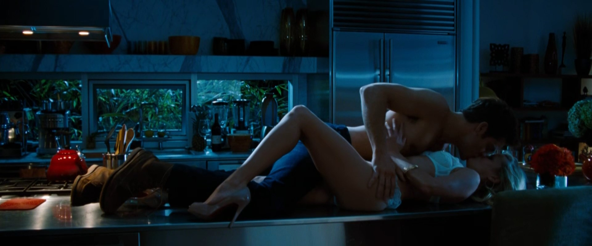 Reese Witherspoon sexy - This Means War (2012)