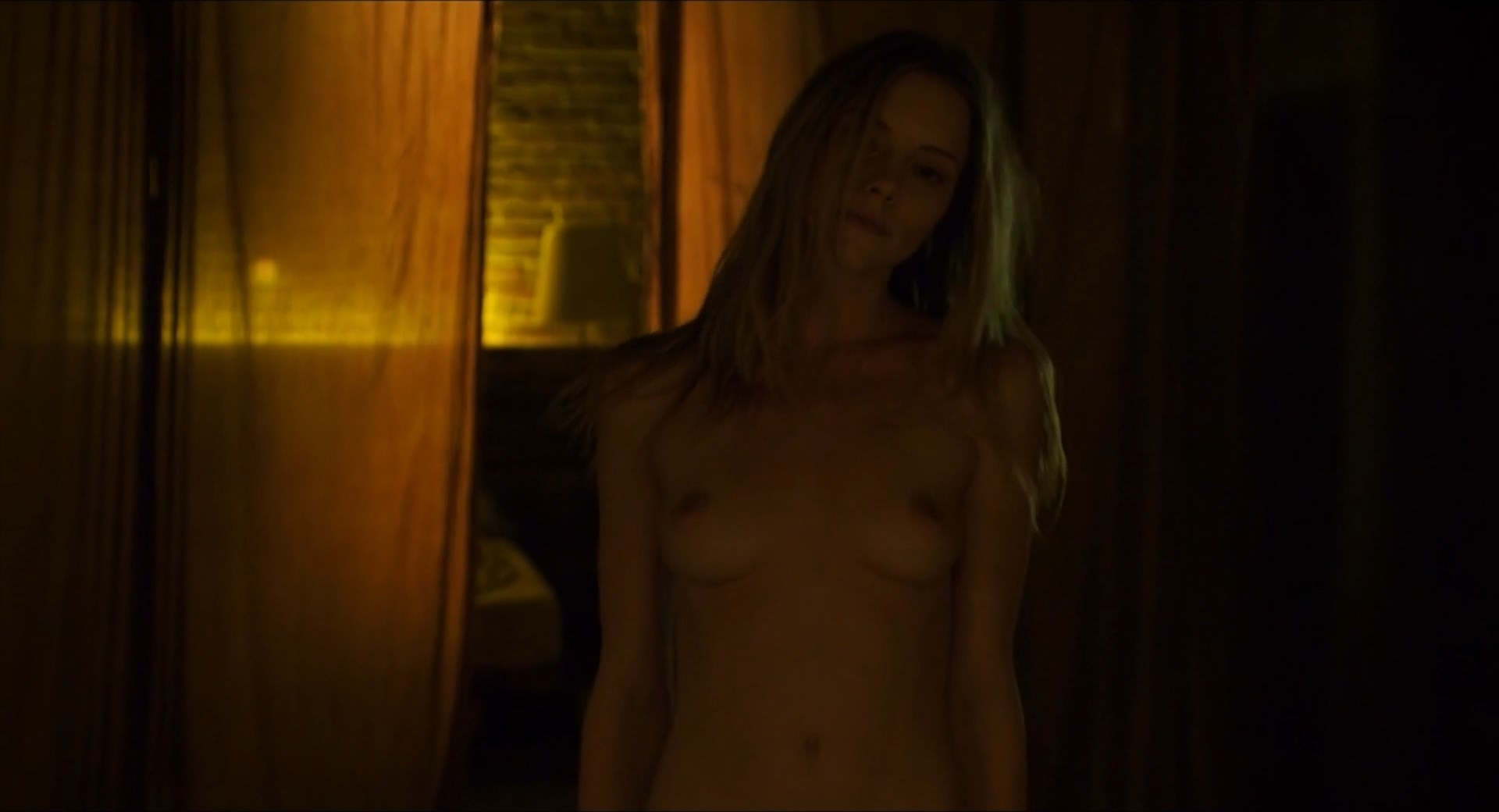 Elle Evans nude - Muse (2017)