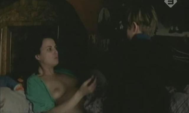 Lydia Andrei nude - Victor... pendant qu'il est trop tard (1998)