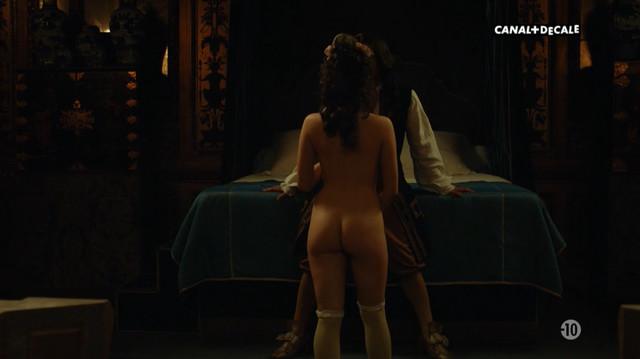 Daphne Patakia nude - Versailles s03e04 (2018)