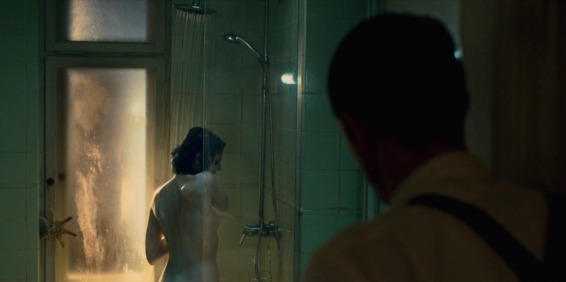 Seyneb Saleh nude - Mute (2018)