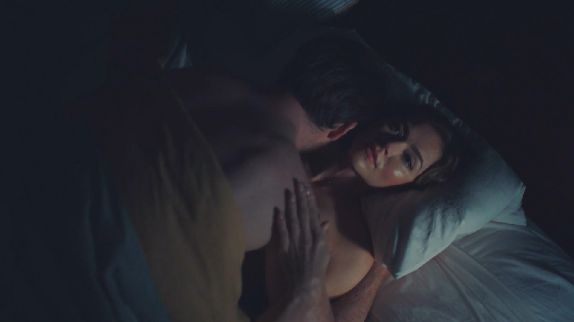 Trieste Kelly Dunn sexy - Propagation (2018)