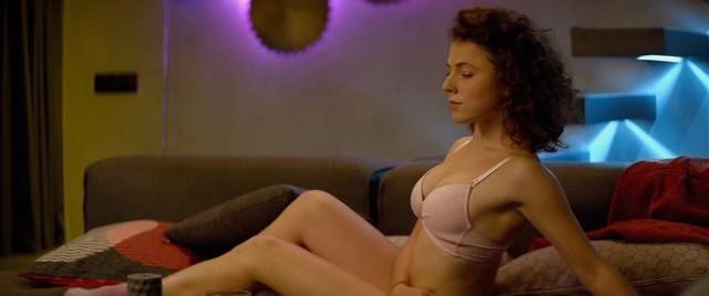Yasmina Omerovich sexy - Pro lyubov. Tolko dlya vzroslykh (2017)