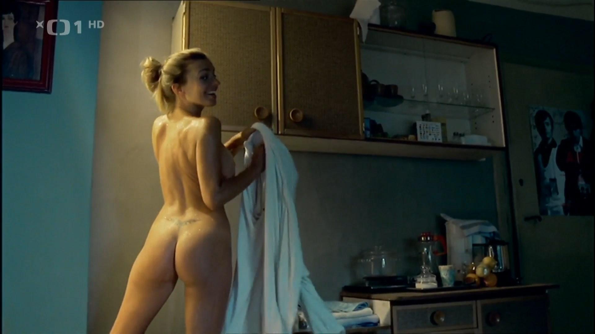 Alice Bendova nude - Sametovi vrazi (2005)