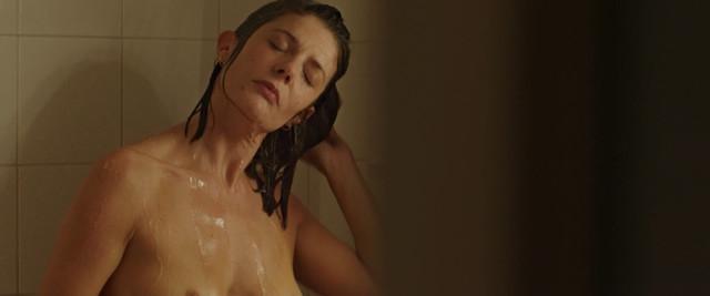 Chiara Mastroianni nude - 3 coeurs (2014)