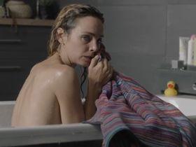 Claire Keim sexy - La soif de vivre (2017)