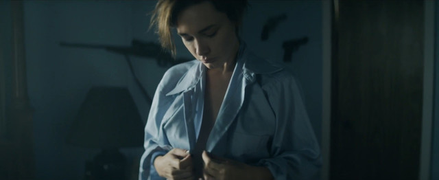 Sara Mohr nude - Red Dust (2014)