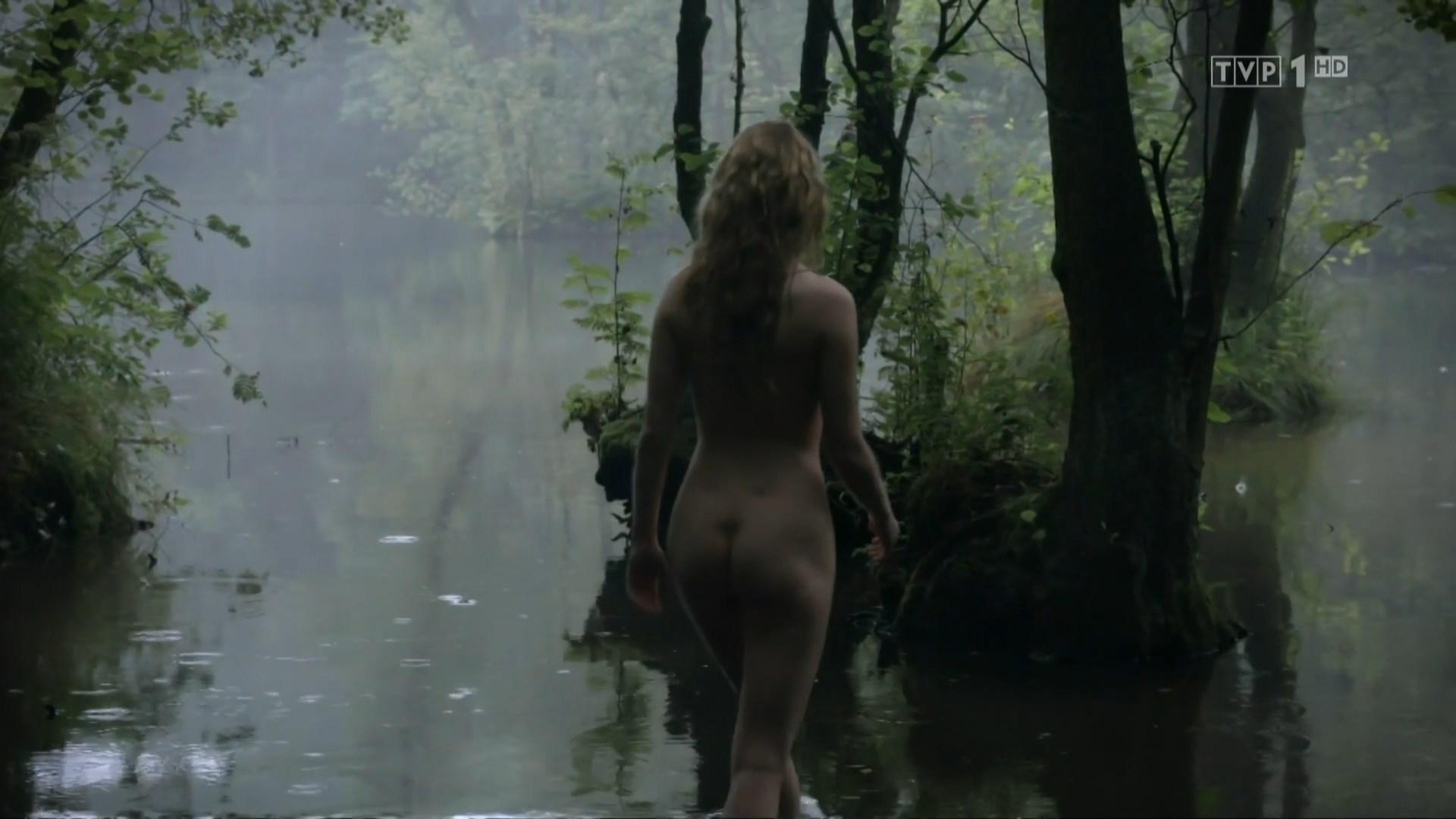 Marta Bryla nude - Korona krolow s01e01 (2017)
