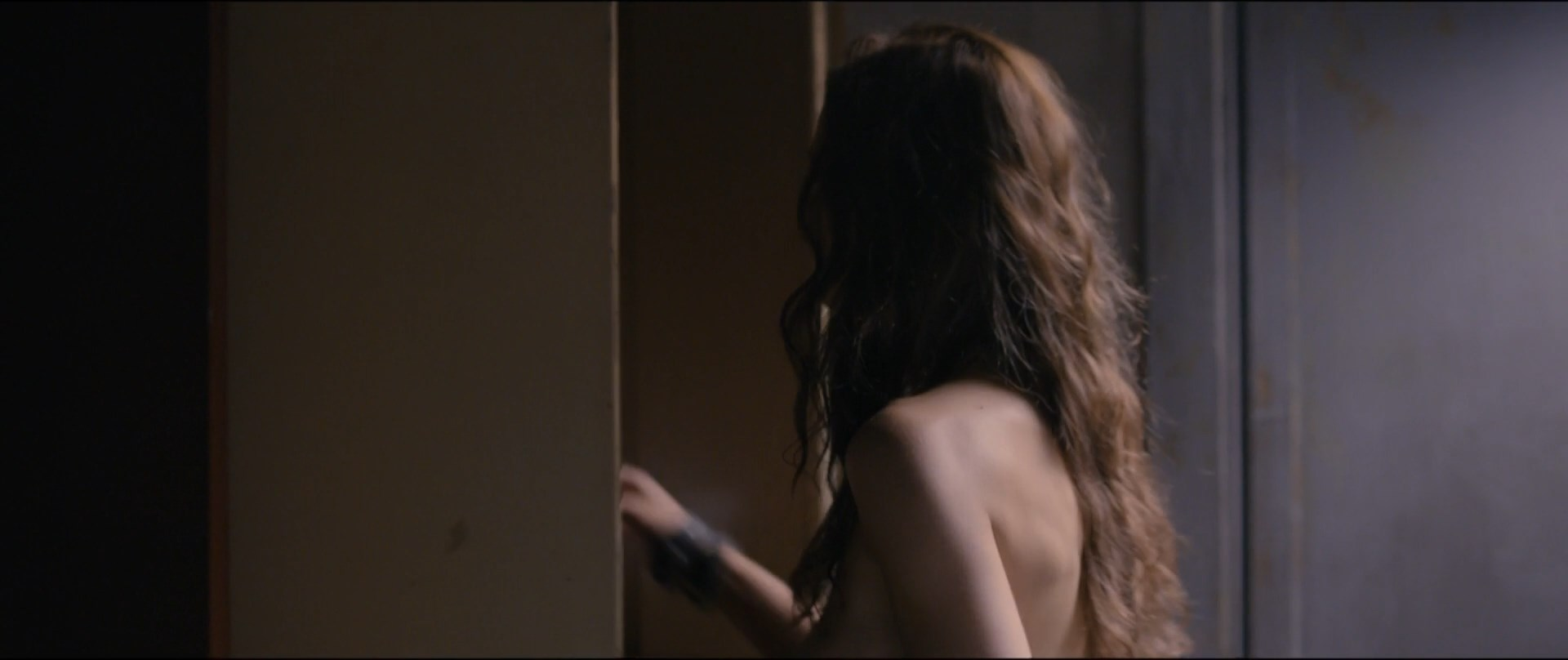Sophie Skelton sexy - Day of the Dead Bloodline (2018)