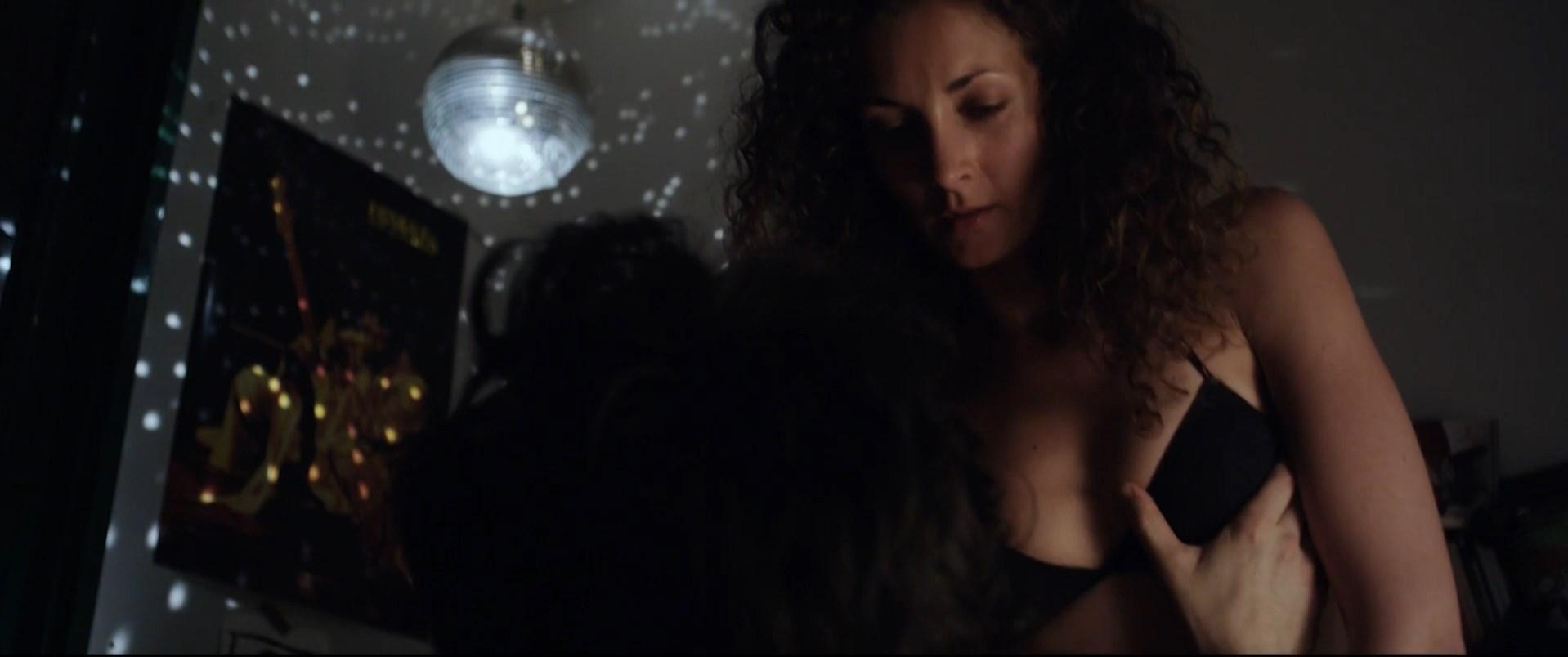 Irene Anula sexy - Como conoci a tu padre (2009)