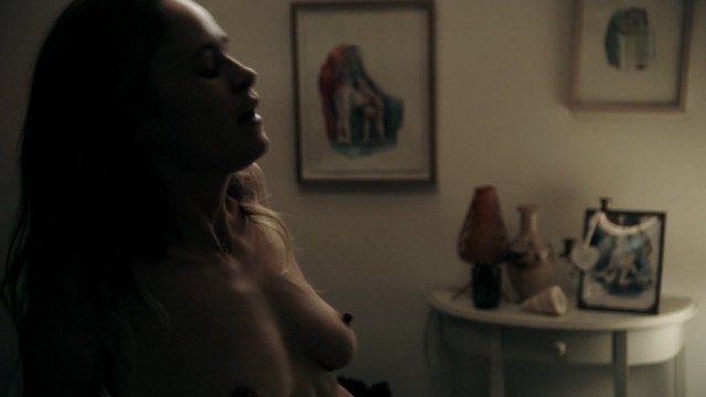Inez Bjorg David nude - Neu in unserer Familie  (2016)
