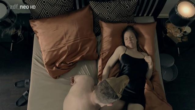 Katja Danowski nude - Komm schon! s01e02 (2015)