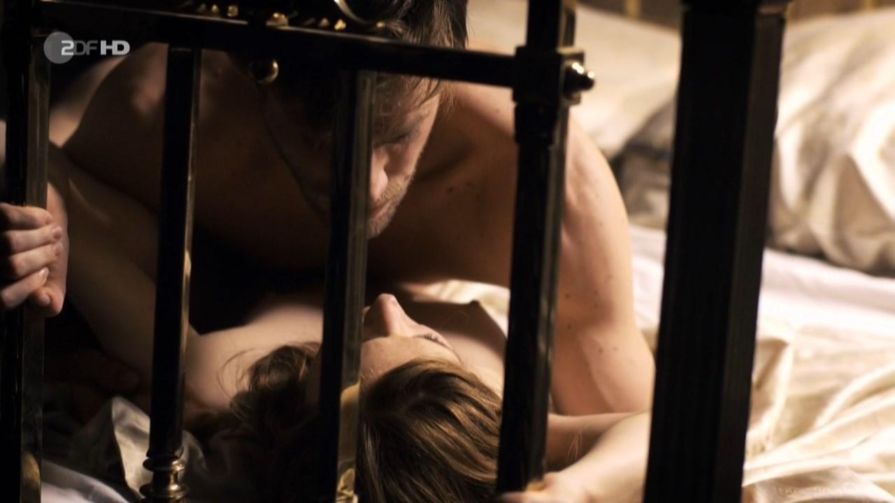 Josefine Preuss nude - Das Adlon. Eine Familiensaga s01e02 (2013)
