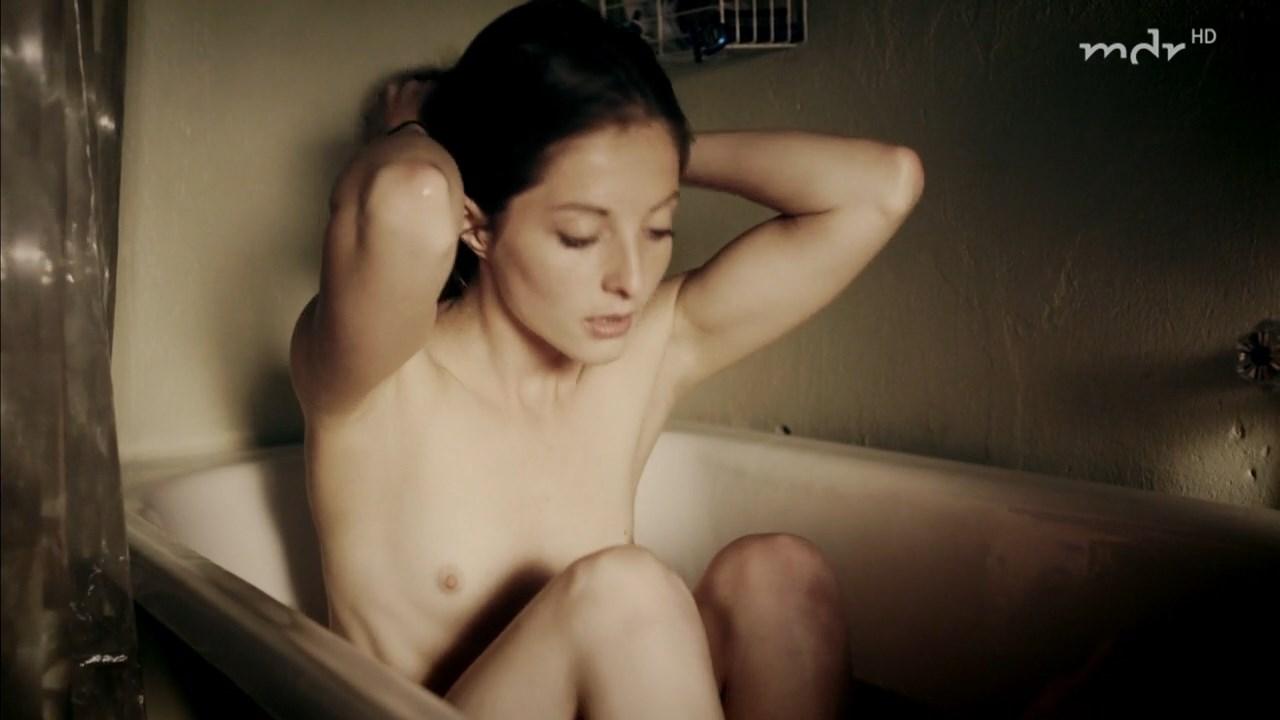 Paula Kroh nude - Was ich dir noch sagen wollte (2017)
