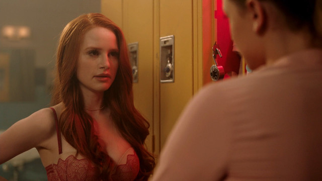 Madelaine Petsch sexy - Riverdale s02e02 (2017)