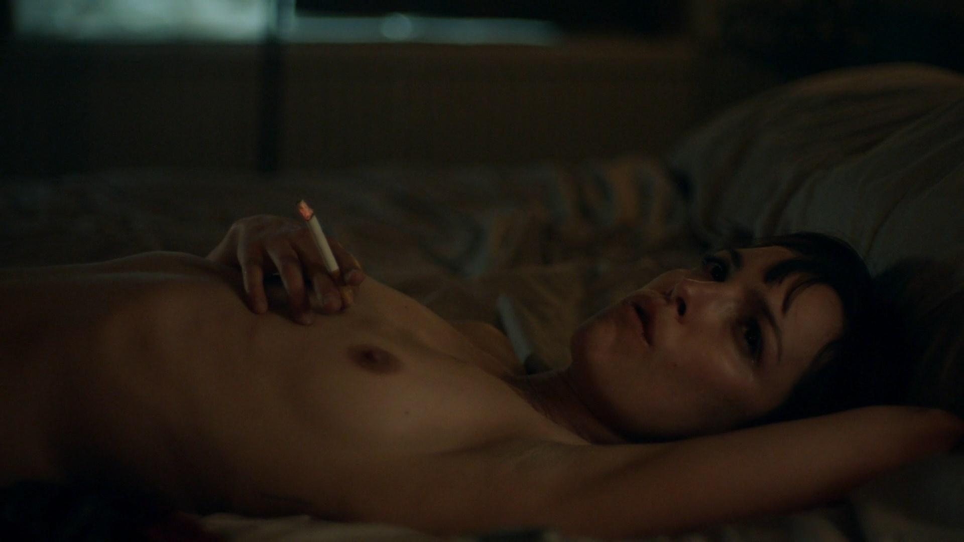 Jody Balfour nude - Rellik s01e05 (2017)