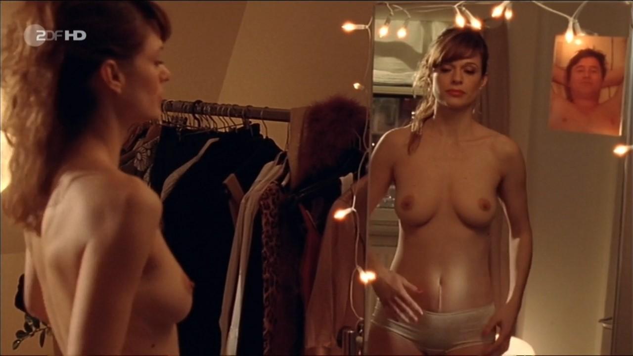 Suzan Anbeh nude – Leo und Marie – Eine Weihnachtsliebe (2008)