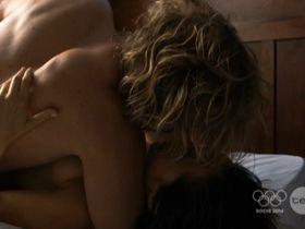Jane Harber sexy – Offspring s04e10 (2013)