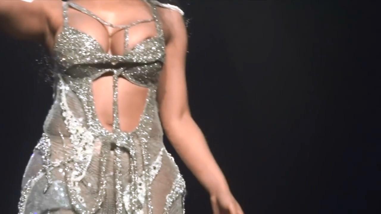 Nicki Minaj sexy – Vancouver Live (2015)