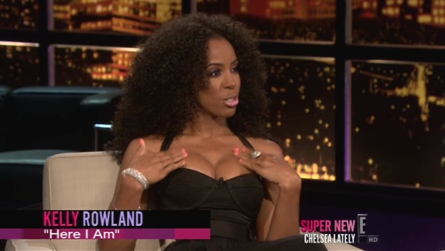 Kelly Rowland sexy – Chelsea Lately (2012)