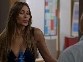 Sofia Vergara sexy - Modern Family s10e02 (2018)