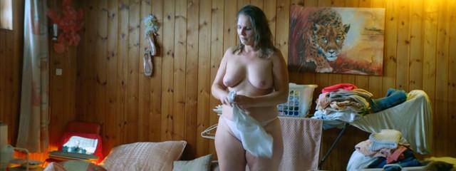 Ute Reintjes nude - Cellar Door (2016)
