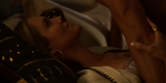 Erinn Hayes sexy - Huge in France s01e03-04-07 (2019)